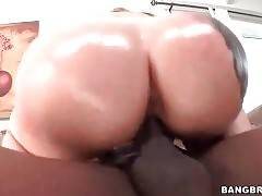 Sexy Booty White Chick Rides Big Black Dick 2